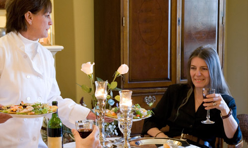 top-5-etiquettes-that-women-dining-alone-should-follow